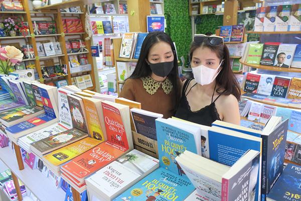 Sau cách ly, Sài Gòn vẫn còn nghỉ ngơi yên bình lạ thường - Ảnh 2.