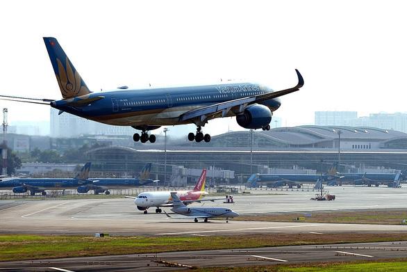 Tạm dừng chuyến bay chở khách giữa TP.HCM và Đồng Hới từ 23-6 - Ảnh 1.
